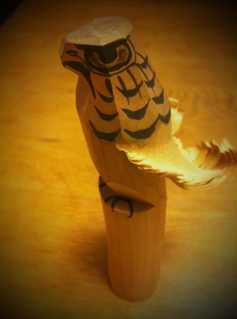 """山形の民芸です、、このお""""鷹ぽっぽ""""魔よけ、福徳の神、家運隆盛っていう盛り沢山な願いをこめられて作られているお守りなんですが"""