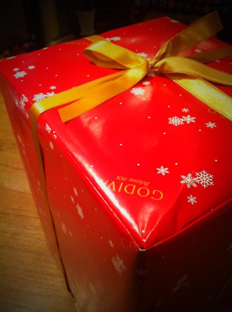 毎年、哲平にクリスマスプレゼントにとゴディバベアを頂いてます。 もう0歳からいただいているんで9体になりました。 ほんと嬉しいかぎりです ありがとうございます片岡さん。