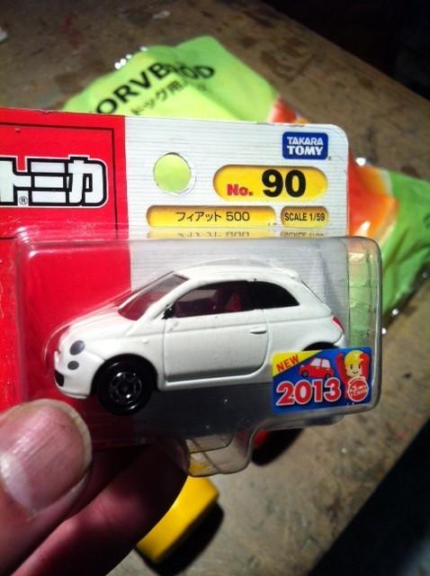 これはチンクエチェント(フィアット500)のミニカー、、、僕が60歳くらいになったら乗ろうと思ってた車なんです、、がミニカーで頂いた!w 実は欲しいな~って思ってたんですが少々イタイかなと思って買えませんでした(理由がわかる人は、わかるでしょ~)w これぞ貰って嬉しいモノですねwww てか、いつもよくして頂き嬉しすぎるぜコノヤローw ほっっっっとうに感謝です! 小島さんありがとうございました。