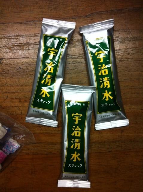 水か牛乳に混ぜてのむといいらしいんですけど、、混ぜてから一日寝かすとさらにまいう~らしい♪ 中村さんいつもありがとうございます。