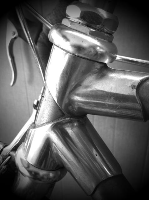 ロードバイクを制作中、、、美しいラグフレームです。 ヤバいバイクになる予定なんでお披露目は、「完璧な物の形④」で、。