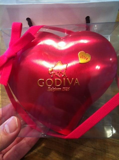 早めにバレンタインチョコを頂いた! 長谷川さん、大きな愛をありがとうございますwww *もしかして太らせようとしてますか?(笑)