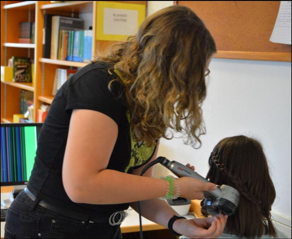Frisuren gestalten mit Fr. Gerlinde Fuchs vom Haarstudio Gerlinde.