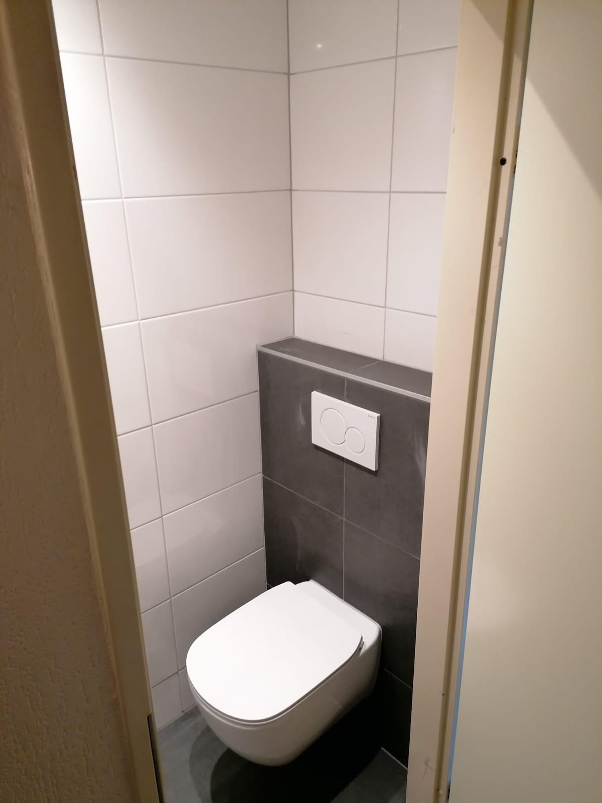 Toilet - houten/stenen huisje