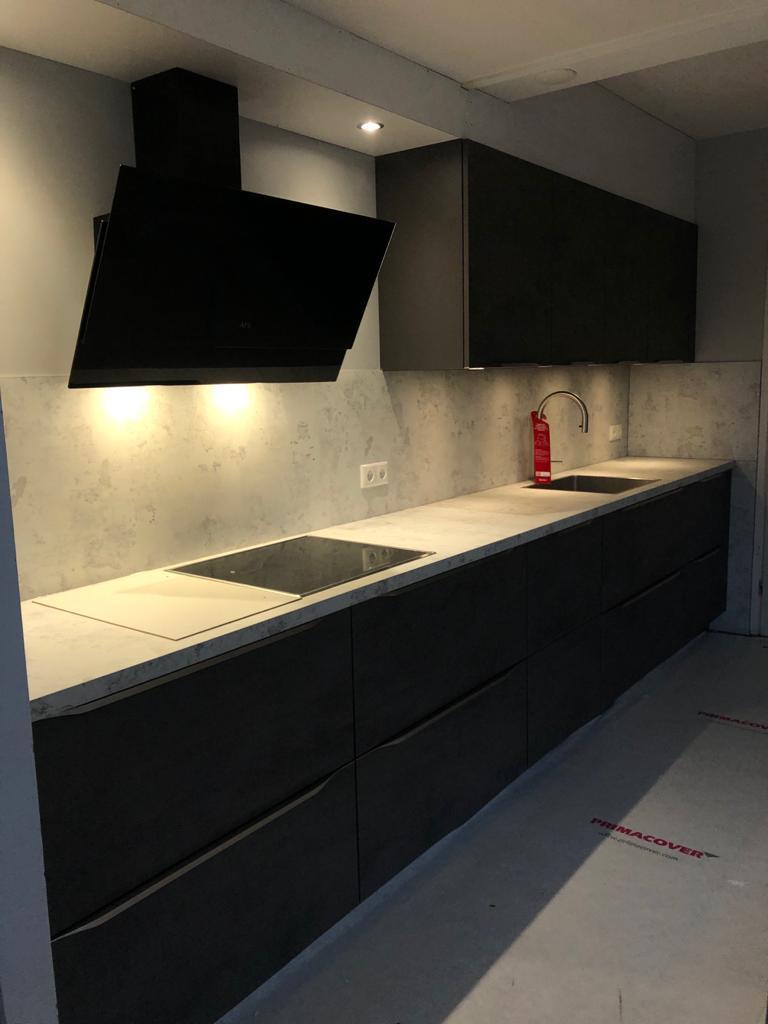 Keuken - montage & koof getimmerd