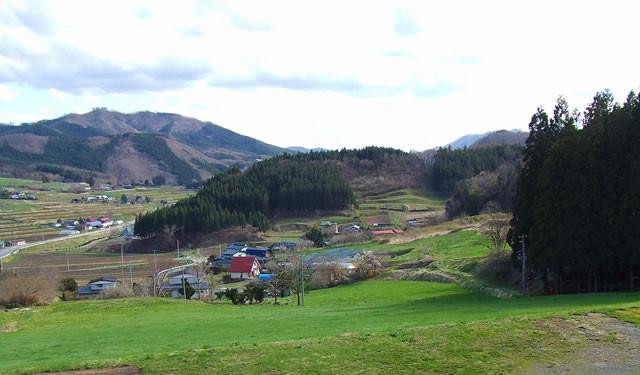 小高い丘の上から見える雄大な景色を眺めながらソフトクリームやプリンを味わえます。