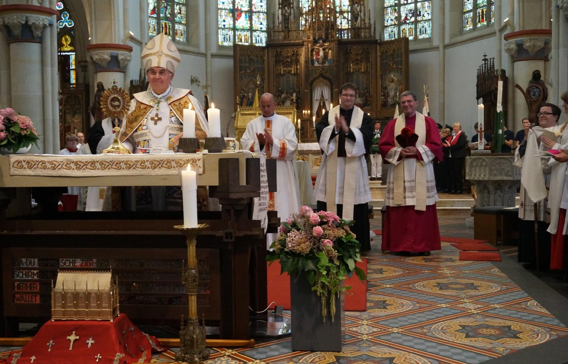 Danke von Bischof an die Gemeinde