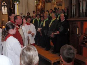 """Pfarrer Gereon Beese segnete am Palmsonntag die neue Walker-Orgel. """"Möge sie zur Ehre Gottes erklingen"""", sagte der Geistliche während der kirchenmusikalischen Andacht."""