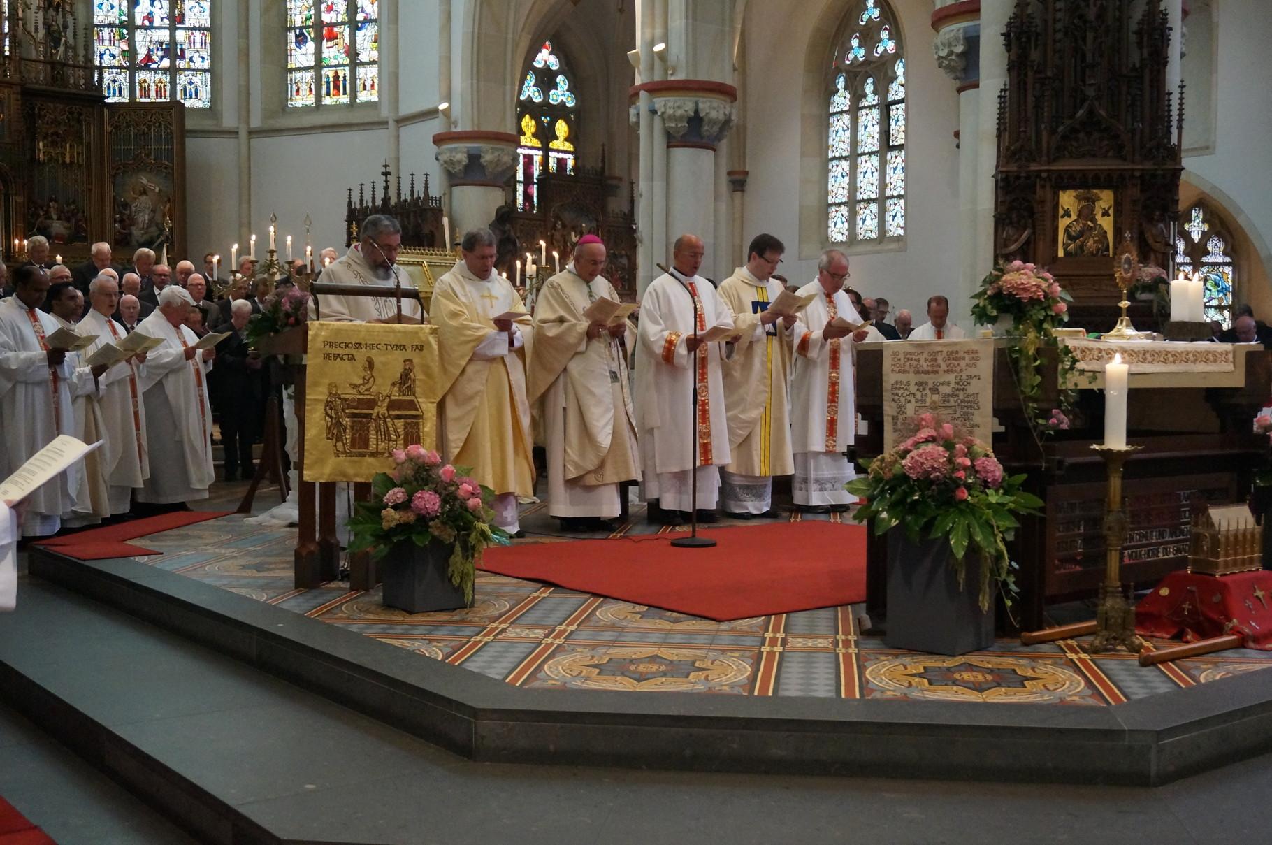 Eröffnung des Pontifikalamtas