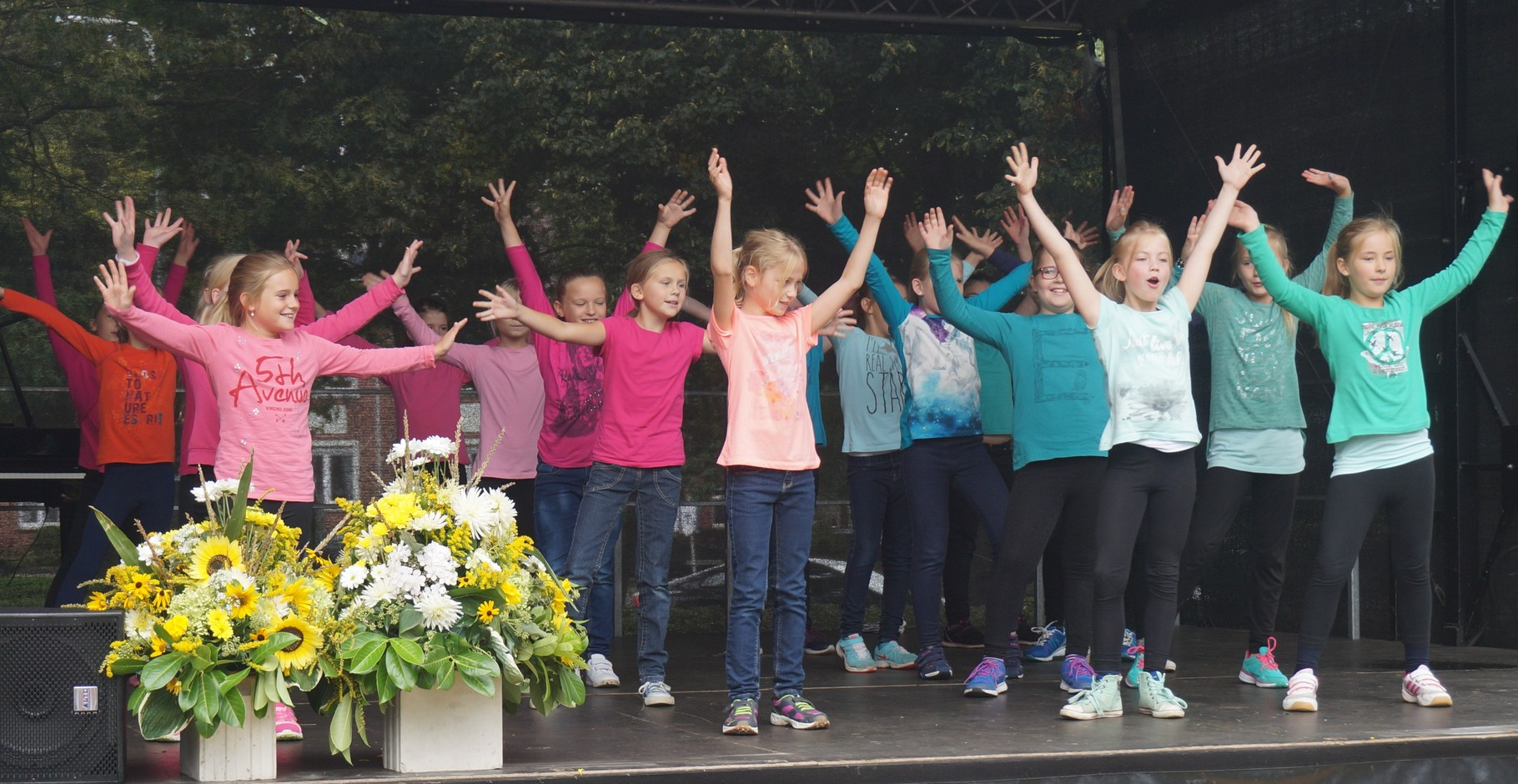 Mädchen-Tanzgruppe der Kleinen