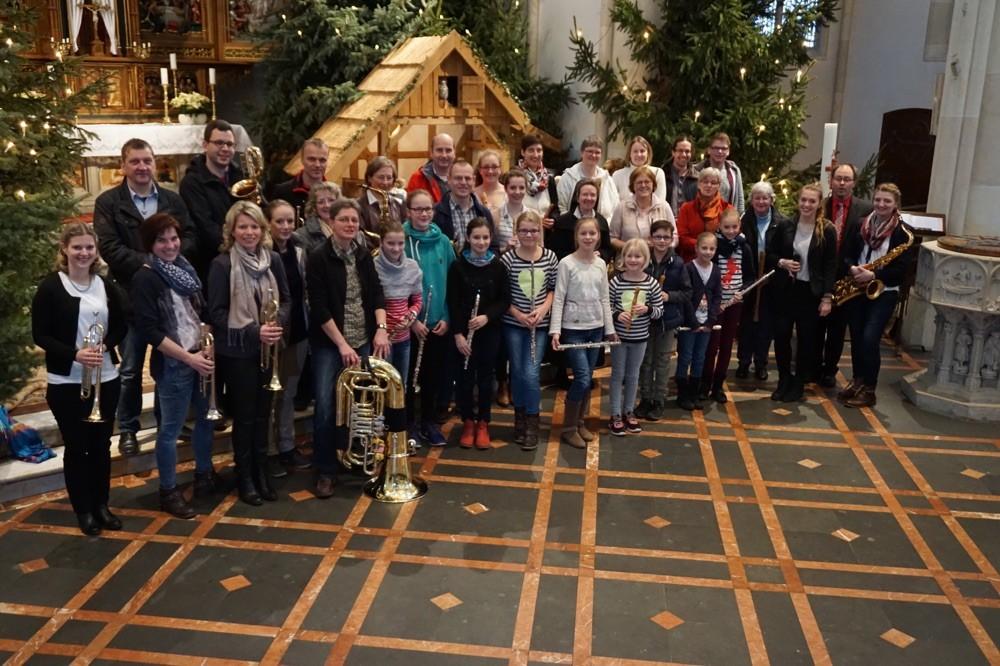 Musiker-/innen beim Weihnachtsmitspielkonzert 2016