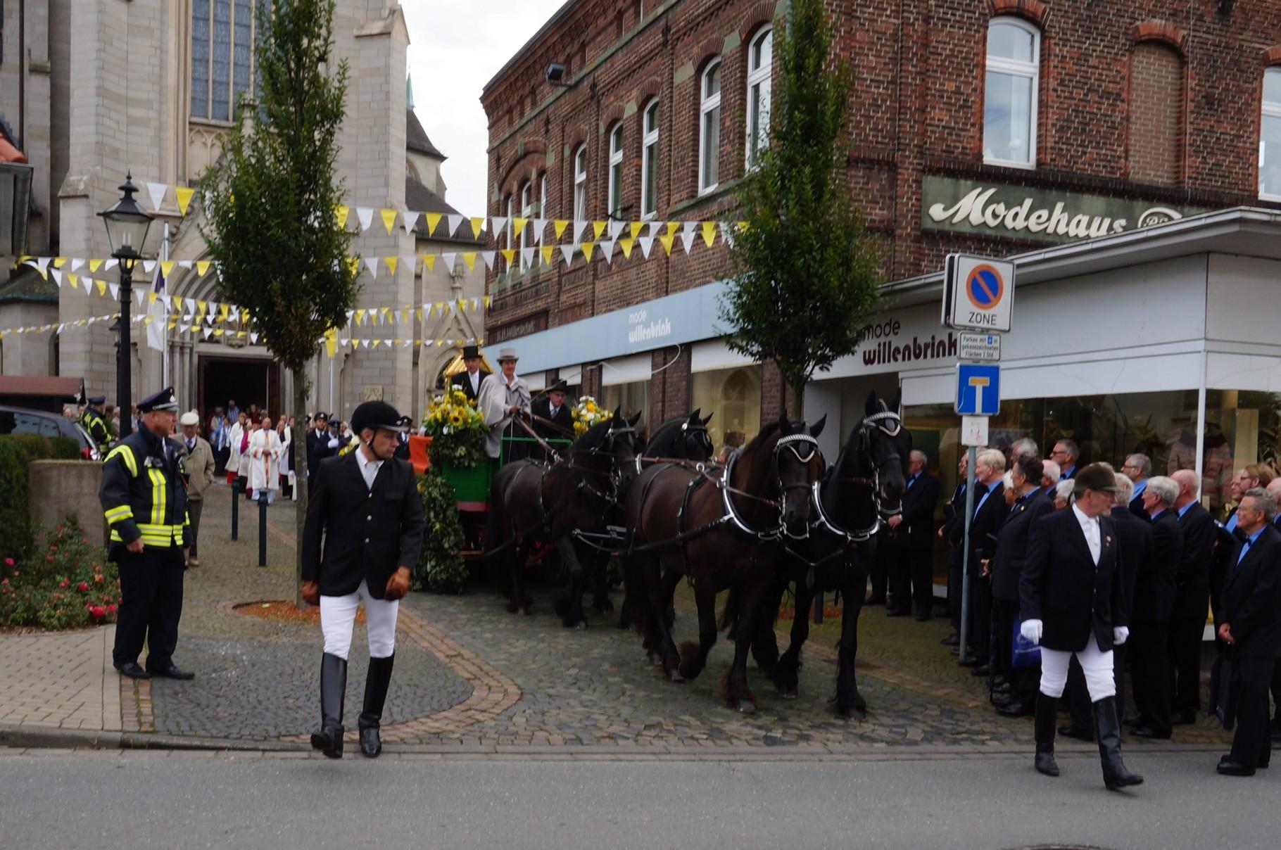 Beginn der Großen Identracht - Kirchplatz