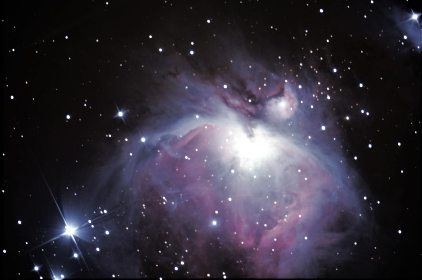 Nébuleuse M42 (Orion) - Stéphane PICQUETTE -  -Newton 200/1000 - monture NEQ5