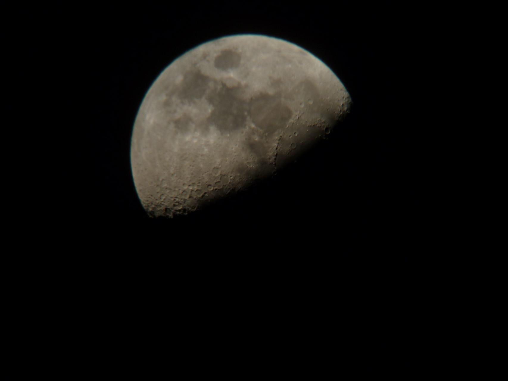Lune prise à main levée avec APN à l'oculaire - 9 mars 2014