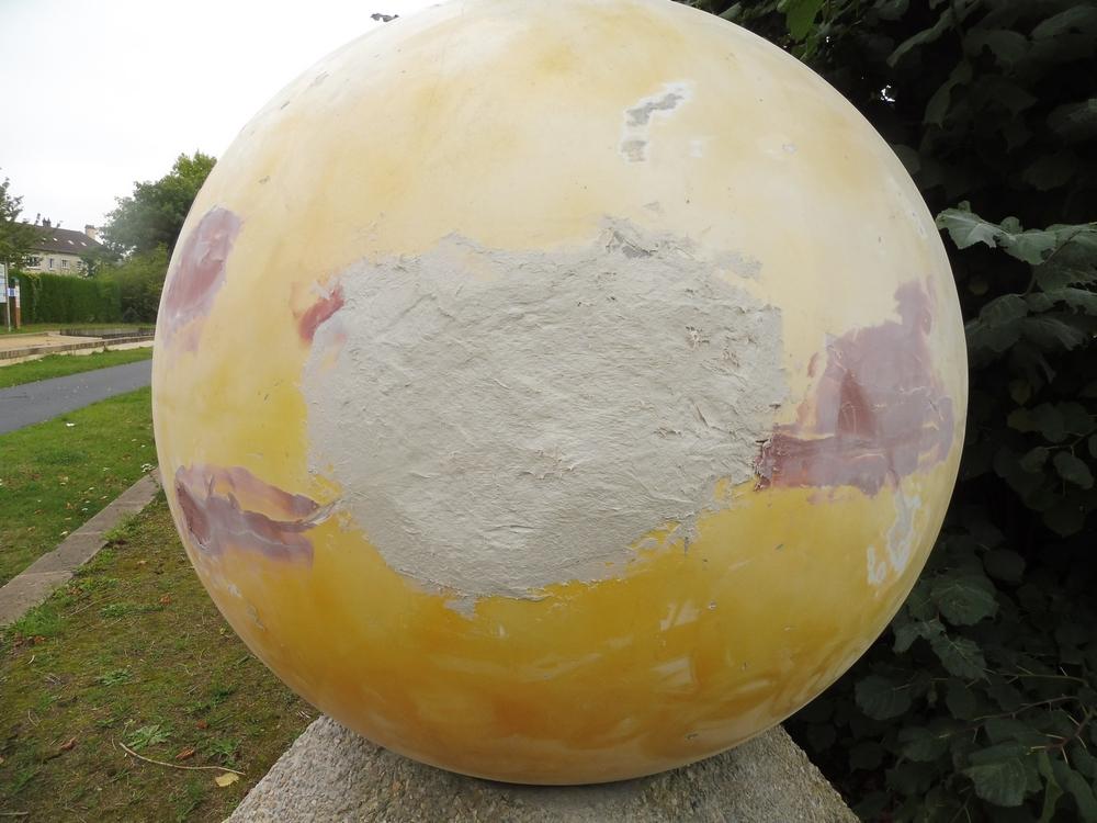Un petit coup de ponçage et de peinture et ça sera top, reparti pour les 5 milliards d'années restantes !