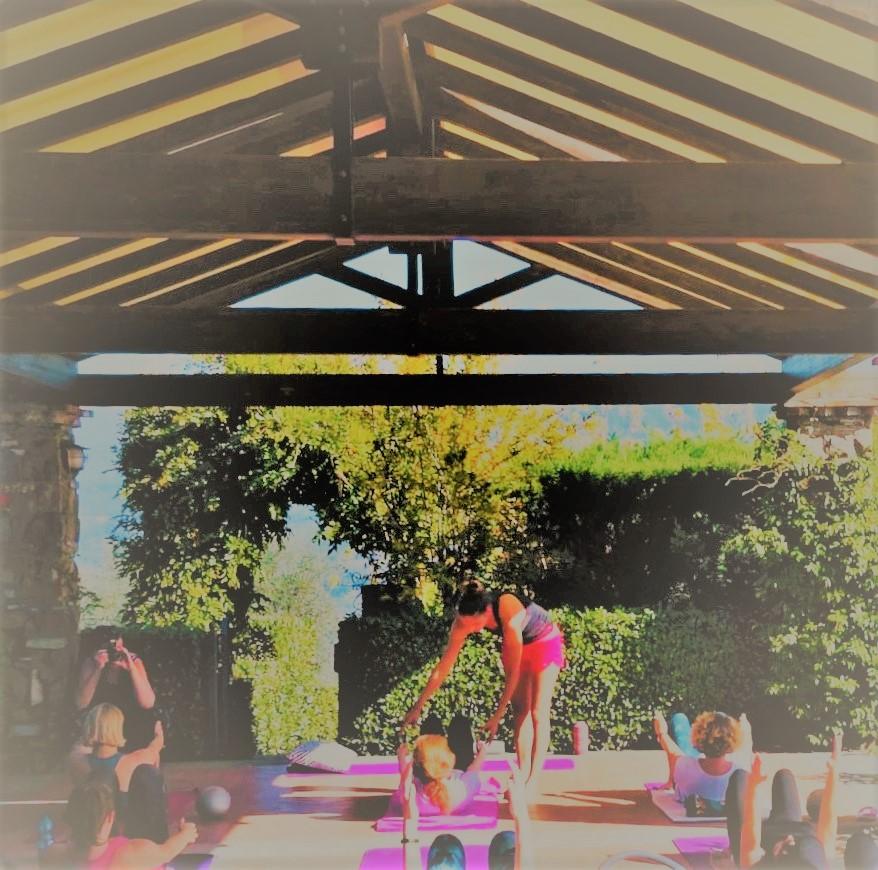 Pilates in der warmen Toskanasonne