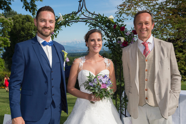 award-winning wedding celebrant