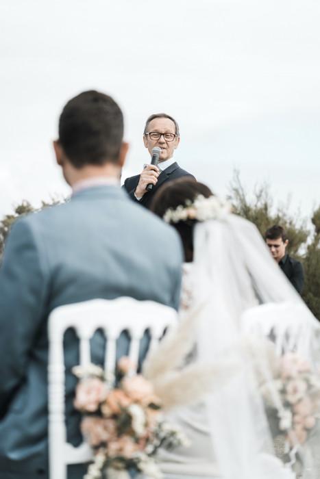 cérémonie laïque bourgogne-wedding celebrant paris-french-english wedding celebrant-officiant cérémonie laique-customised ceremony-award-winning wedding celebrant