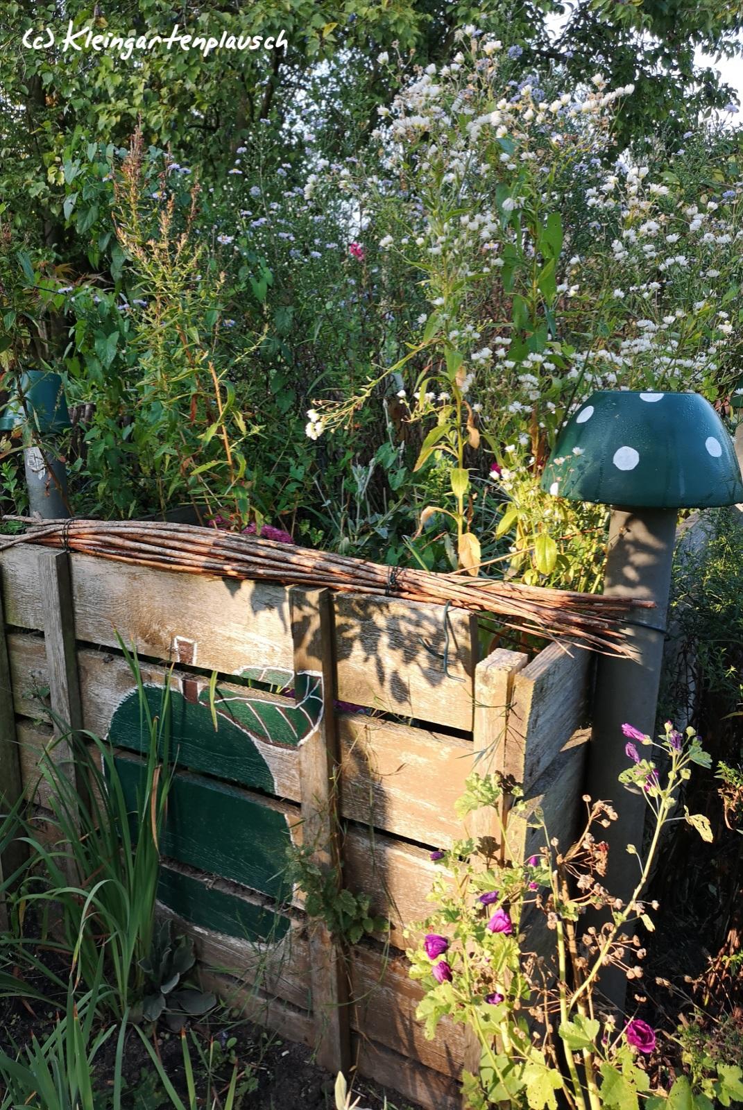 Meine liebste Pflanzenkiste - der alte Komposter mit Sommer-und Spätblühern