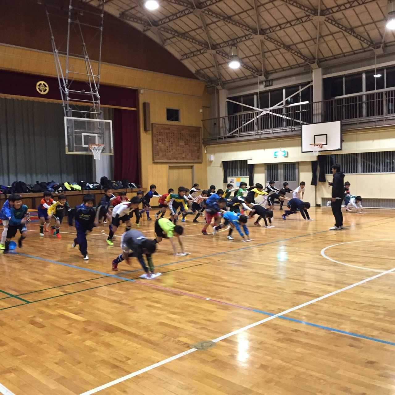 粟田小体育館練習 U-10,U-9(4年生、3年生)