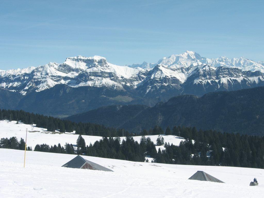 Tournette et Mont Blanc vus du Semnoz