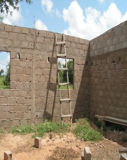 Construction d'une salle de classe au CEG