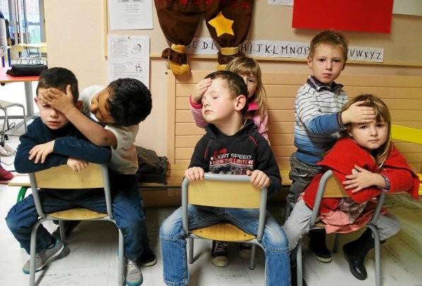 Les techniques relaxantes dispensées par Polly Childerhouse ont séduit enfants et enseignantes.