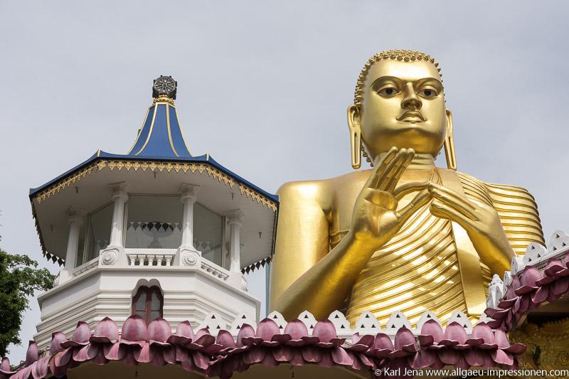 Die neue Buddhastatue