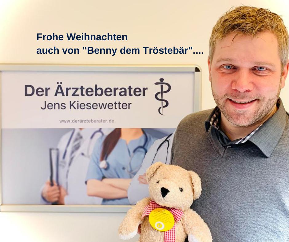 Der Ärzteberater Jens Kiesewetter spendet zu Weihnachten für Trösterbären