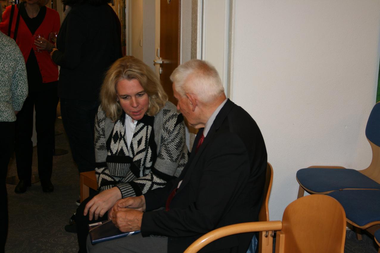 Dr. Richard Auernheimer im Gespräch mit der Oberbürgermeisterin von Bad Kreuznach, Dr. Heike Kaster-Meurer