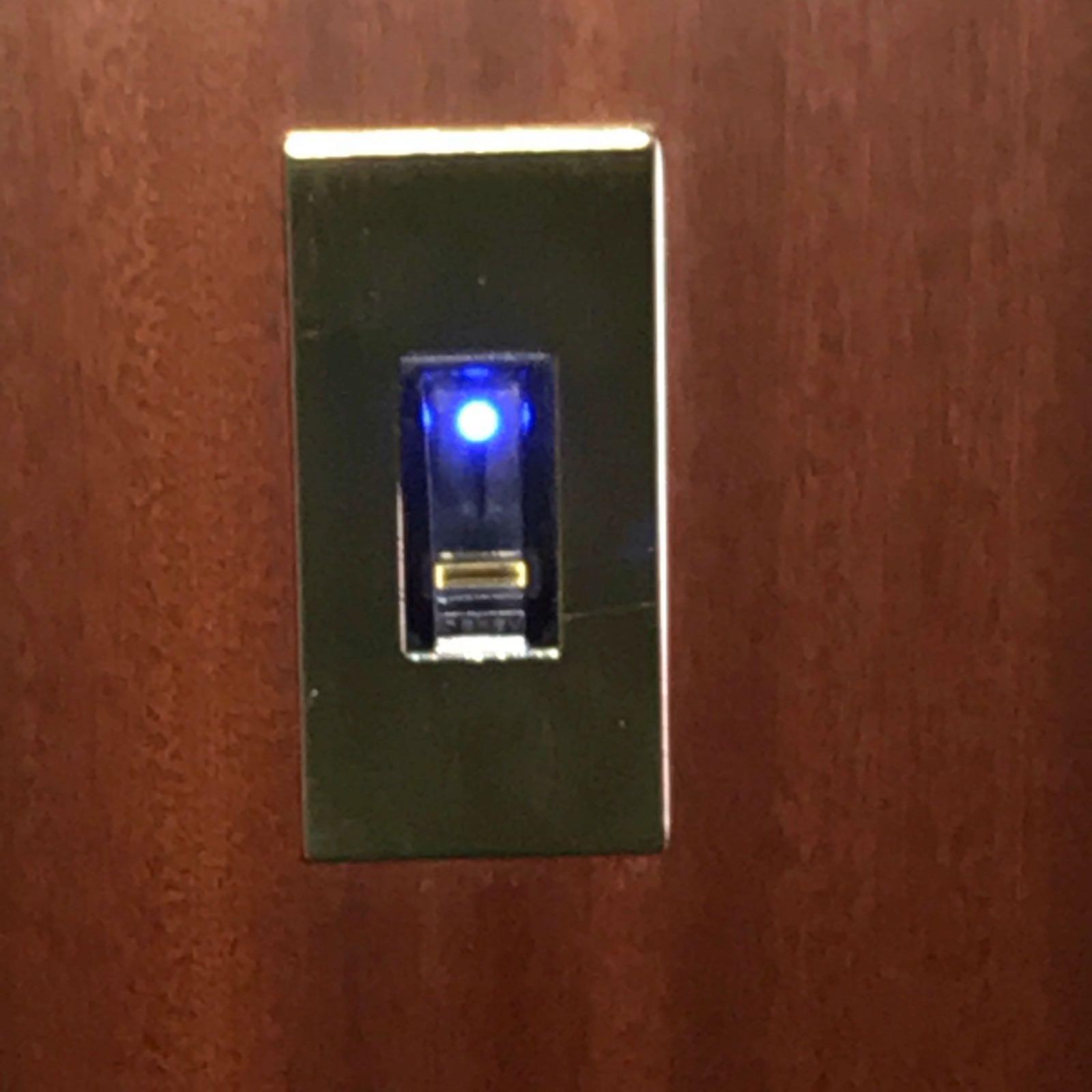 Comando serratura con lettore impronta digitale