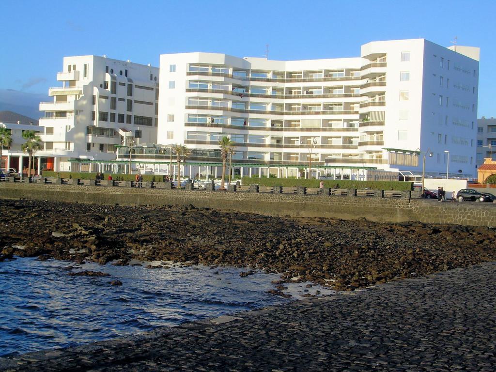 Blick von der Hafenmole aufs Apprtment Block No. 4