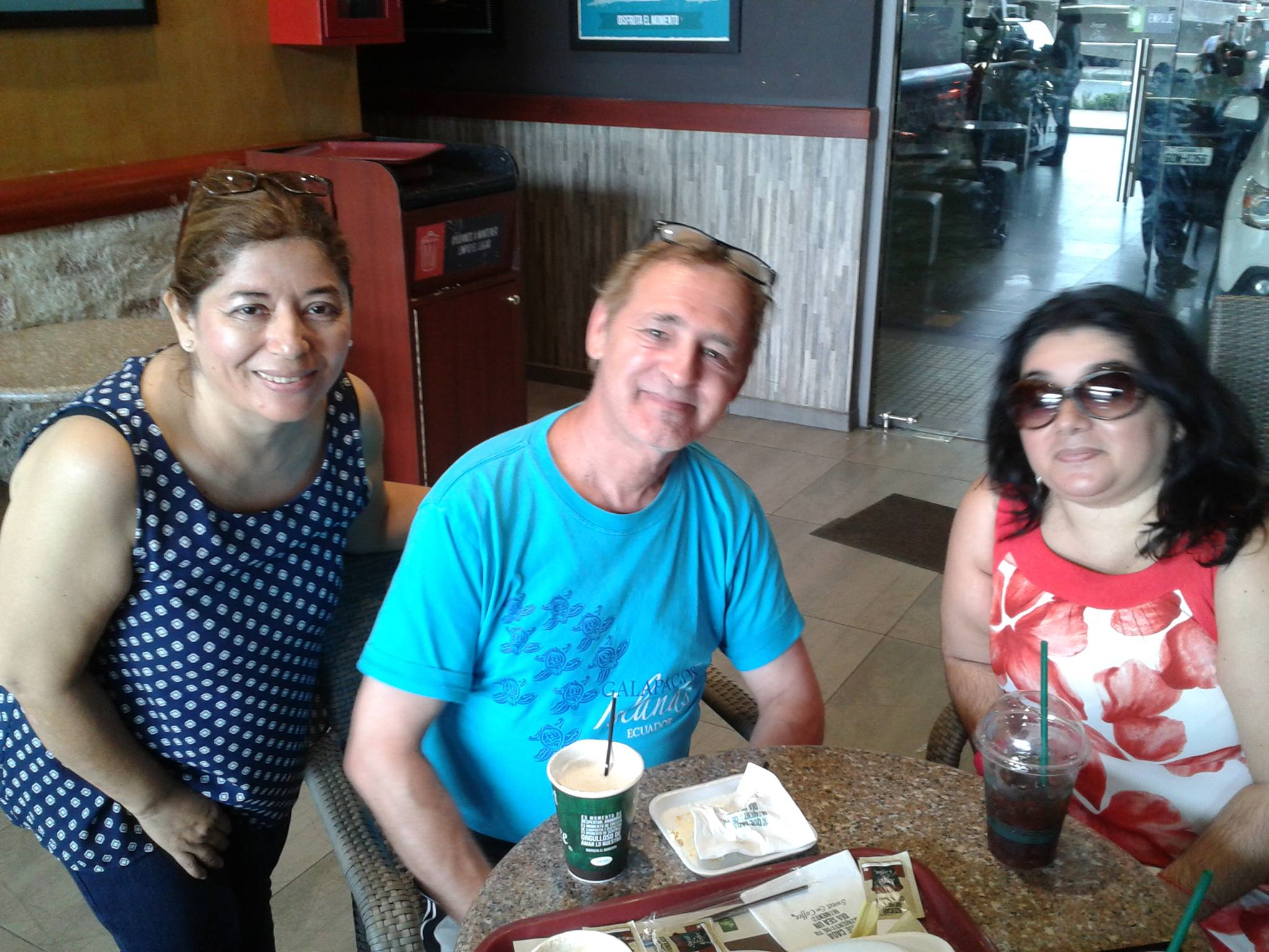 Avec mes amies, Dra Lia et sa fille Evelin au Sweet and Coffee à Guayaquil