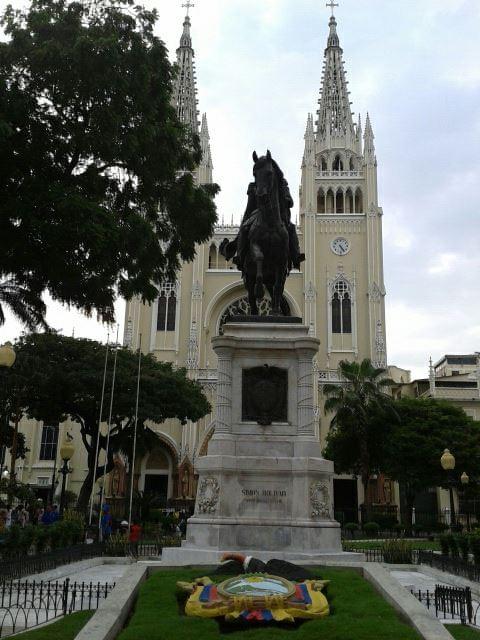 Simon Bolivar, parc des Iguanes et Cathédrale de Guayaquil - Gilles Bélanger