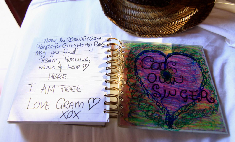 In einem Memorial Book kondolieren neben Fans auch regelmäßig Angehörige und Freunde,... (Foto: Christian Düringer)
