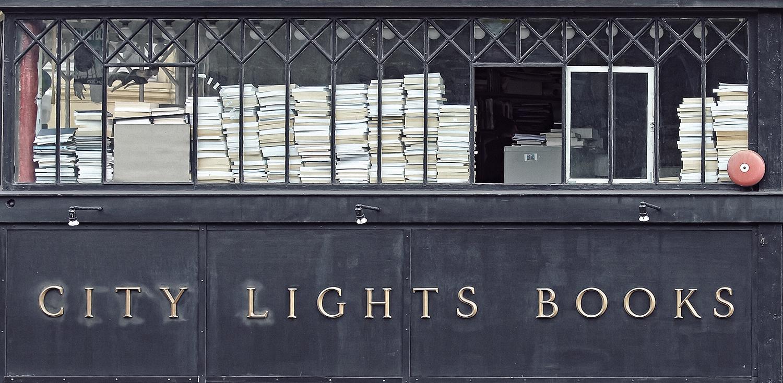 1953 war City Lights die erste Buchhandlung der USA, in der ausschließlich Taschenbücher angeboten wurden.