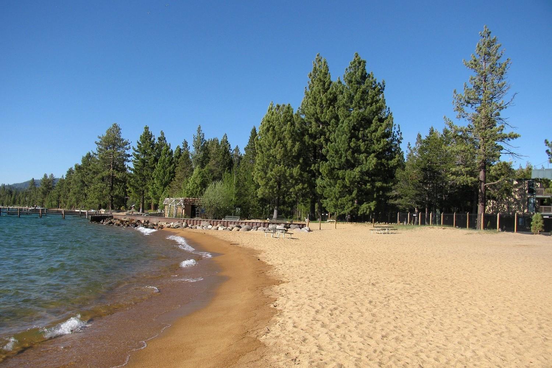 """Am Strand des Lake Tahoe soll in """"Geisterstadt"""" eine Geldübergabe über die Bühne gehen."""