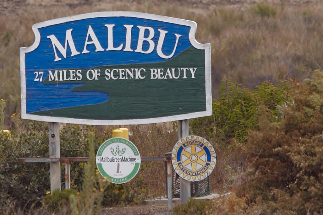 """in  Malibu sind die drei ??? häufiger unterwegs. In """"Narbengesicht"""" wohnt z.B. der Autor Albert Hitfield hier. Den Cypress Canyon Drive gibt es dort jedoch nicht."""