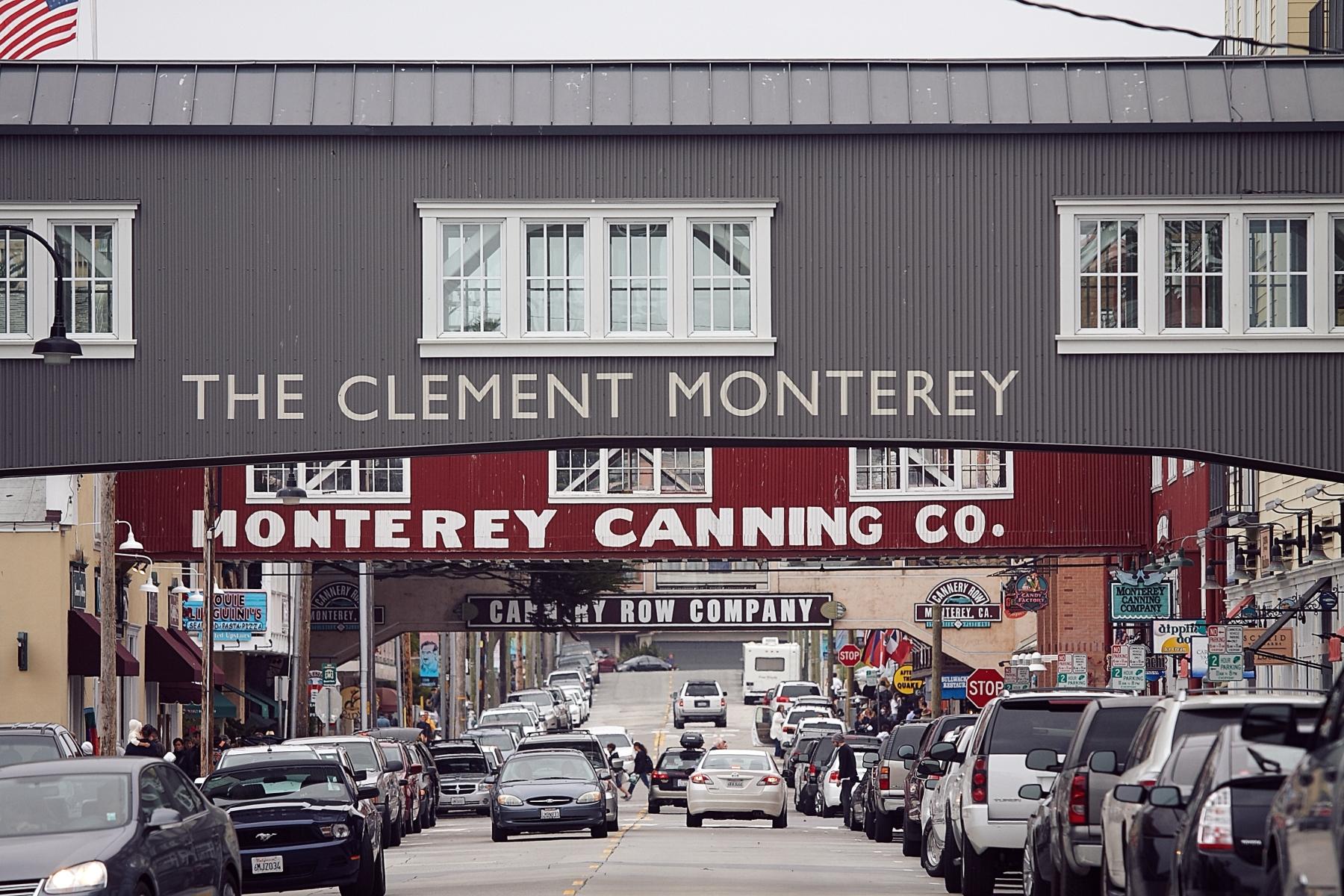 """...und dienen heute als Kulisse, hinter der man Steinbecks """"Cannery Row"""" zumindest noch erahnen kann."""
