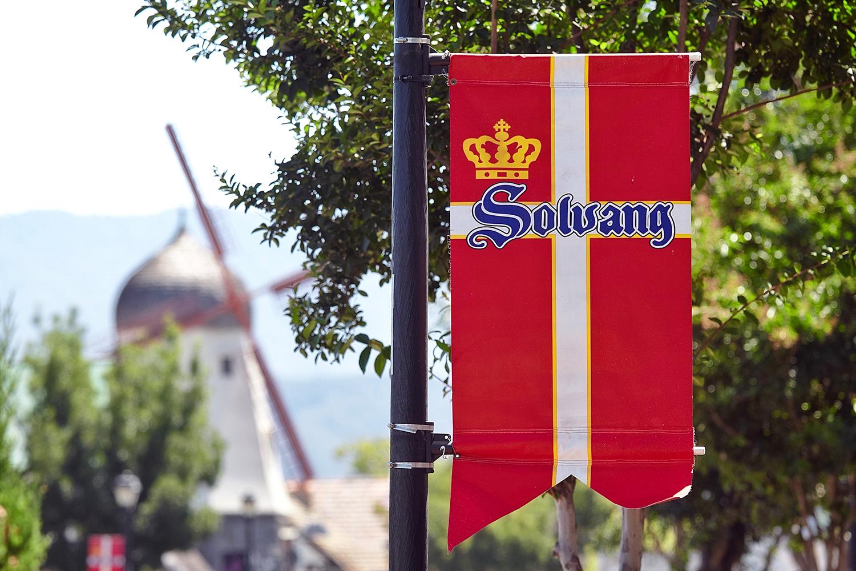 """Miles und Jack steigen im """"Windmill Motel"""" ab. Windmühlen sind fester Bestandteil der dänischen Architektur in Solvang und auch Buellton."""