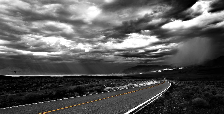 """In """"Todesflug"""" haben die drei ??? eine folgenschwere Autopanne im Nirgendwo der Mojave-Wüste."""