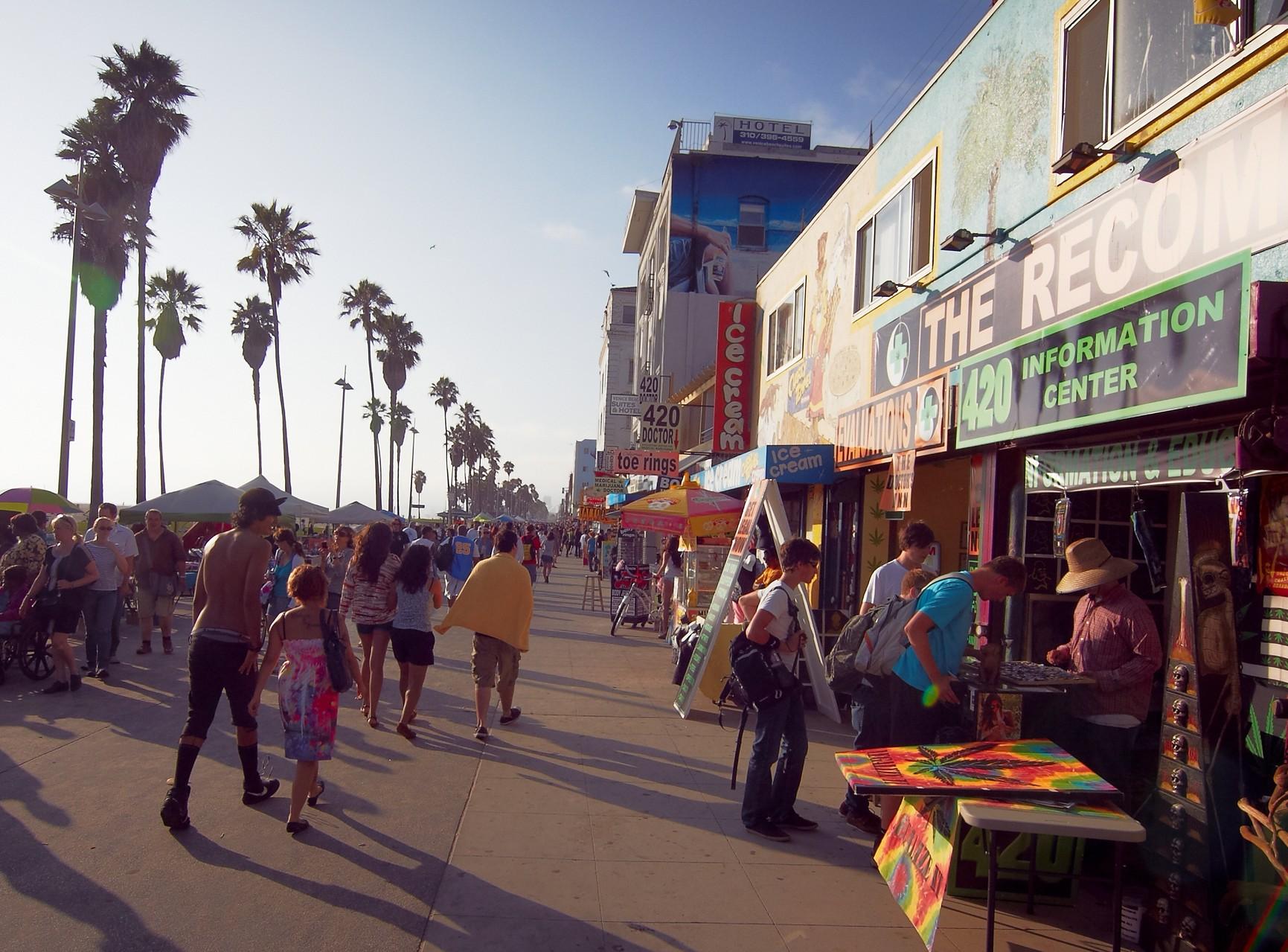 ...und auch in anderen Folgen findet Venice Beach mit seiner...