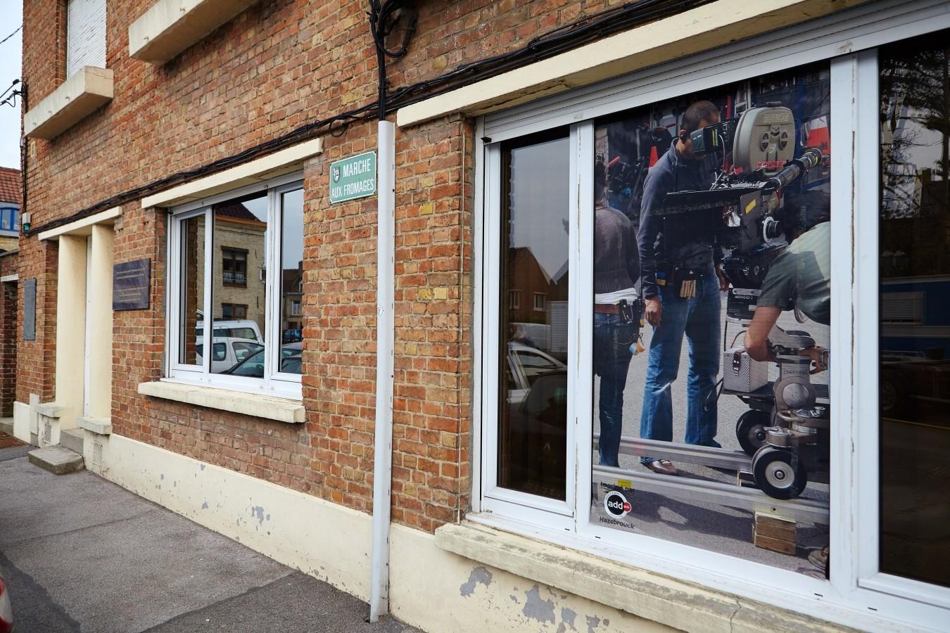 ...und in den Fenstern Fotos an die Dreharbeiten.