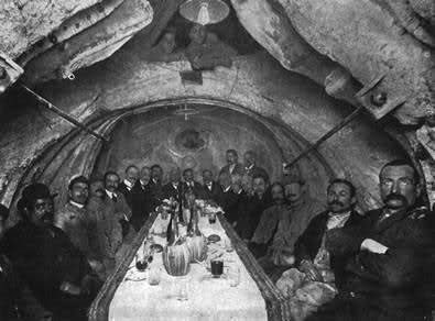 Banchetto all'interno del ventre del Cavallo di Vittorio Emanuele - Vittoriano, Roma