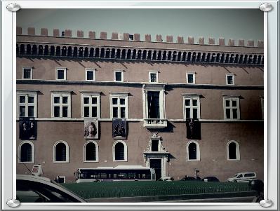 Il Balcone Di Palazzo Venezia Roma A Piedi