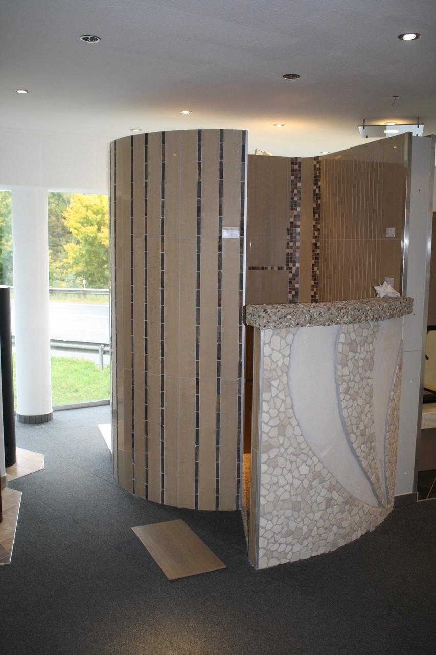 Ausstellungsräume von Fliesen Diercks in Bünde - Modell einer begehbaren Dusche