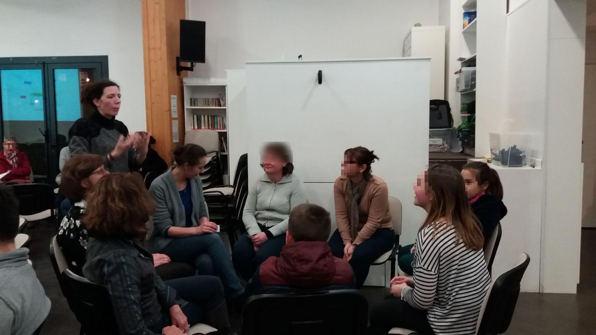 Lucie explique l'objectif de l'atelier.