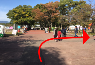 万博公園駅からのアクセス③