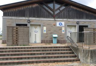 9号トイレ(駐車場横)
