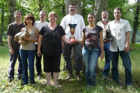Le trophée et l'équipe du BRGM